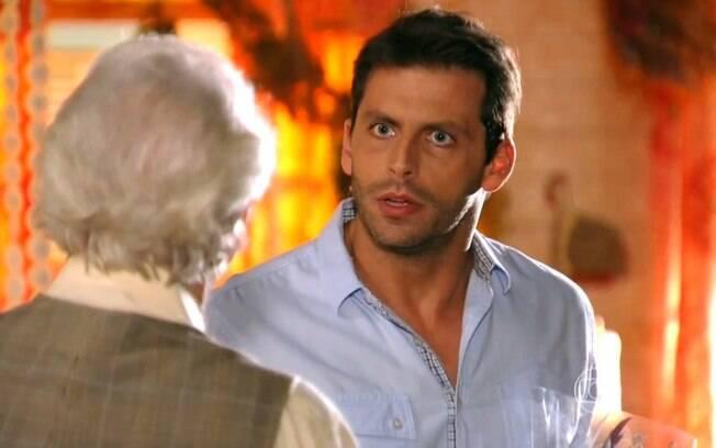 Cassiano se decepciona ao saber que Ester voltou a morar com Alberto