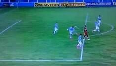 Árbitro anula gol de bunda em partida da Série B