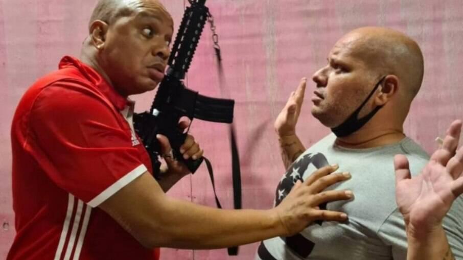 Anderson Leonardo e Betoh Cascardo em cena no filme Contravenção