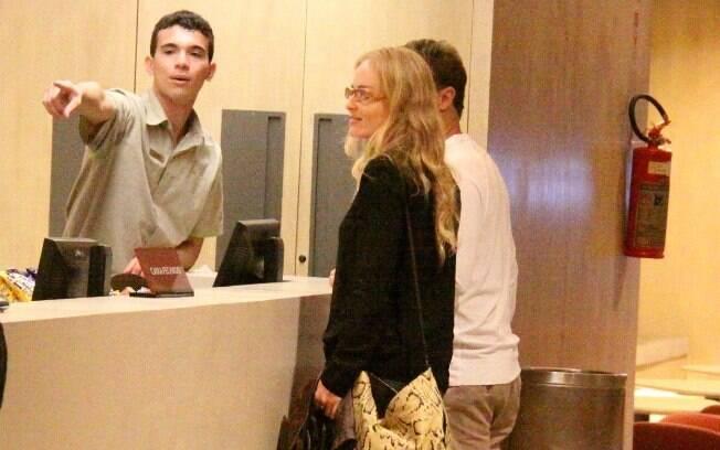 Angélica e Luciano Huck foram fotografados no cinema na noite dessa segunda-feira (23)