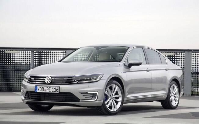 O VW Passat híbrido chegou a ser cotado para chegar ao Brasil, mas a forte desvalorização da moeda brasileira atrapalhou os planos