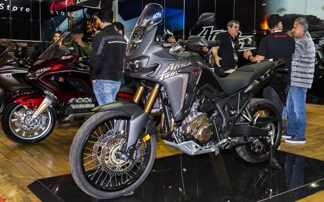 Esta é a nova Honda Africa Twin 2020, na cor preta fosca, mostrada no Bike Fest