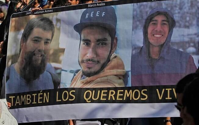Os estudantes estavam desaparecidos há um mês e, nesta segunda-feira (23), o caso foi solucionado pela polícia do México