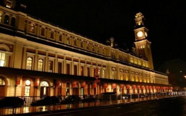 Incêndio destruiu parte do prédio da estação da Luz, patrimônio histórico na região central de São Paulo