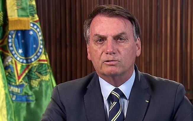 Bolsonaro se posiciona contra a contratação de médicos brasileiros formados no exterior sem revalidação de diploma