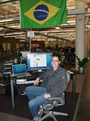 Schmidt, em sua mesa no Facebook: viagens ao Brasil também servem para descobrir novos talentos
