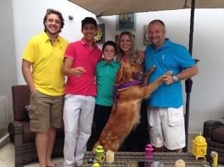 A empresária Patrícia e sua família: saídas do caçula são condicionadas a bom desempenho na escola