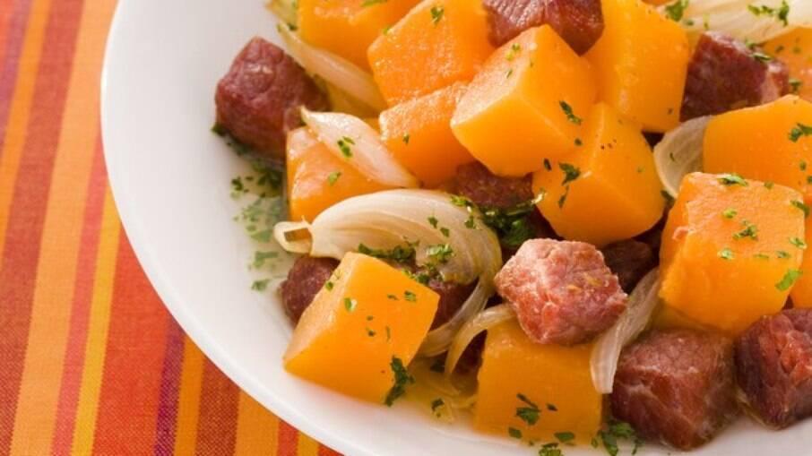 A carne seca é um ingrediente que combina em pratos com abóbora, arroz e mandioca