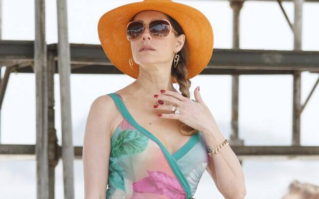 Tereza Cristina ofende Antenor e o expulsa de uma festa