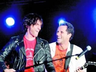 Resgate. Em novo disco, Paulo Miklos e Tony Bellotto afinam voz rouca e guitarra pesada ao punk