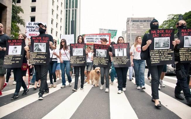 Manifestantes percorreram a Avenida Paulista, em São Paulo, pedindo leis mais rígidas