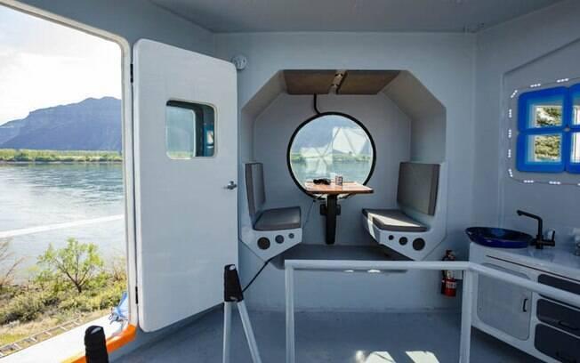 Apesar de ter apenas cerca de 23 metros quadrados, a casinha tem uma cozinha e um espaço para refeições