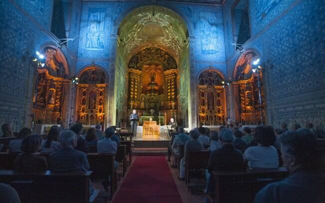 Por dentro, a Basílica Real de Castro Verde - penúltimo destino do roteiro de viagem - é revestida com azulejos