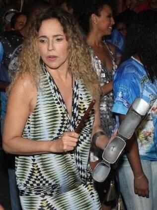 Daniela Mercury até se arriscou na bateria da Portela