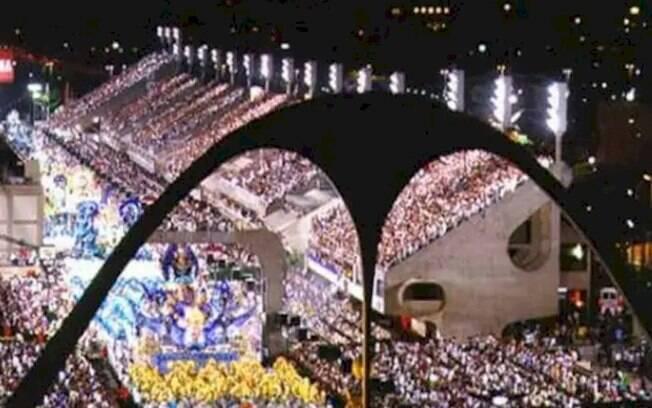 Globo deposita R$ 1 milhão para cada escola de samba no Rio, diz colunista
