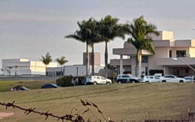 Adolescente atira e mata pai em condomínio de luxo em Valinhos