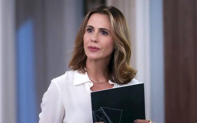 Dominique ameaça Lúcia para que a funcionária convença Renzo a voltar aos negócios da tia