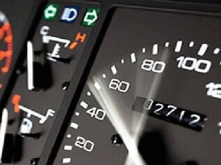 Velocidades acima do limite aumentam bastante o risco de acidente