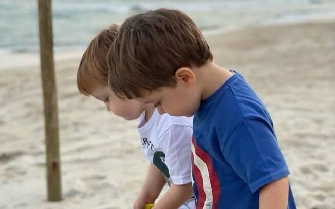 Romeu e Gael, filhos de Paulo Gustavo e Thales Bretas