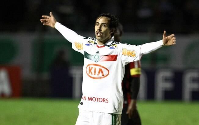 Valdivia deu assistência para o gol de Barcos  na Vila Capanema
