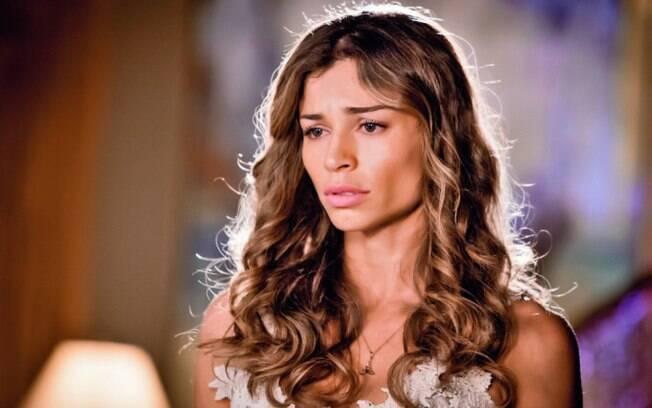 Esther (Grazi Massafera) está sofrendo com Alberto (Igor Rickli) em