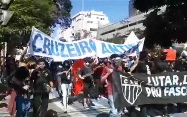 Protesto une torcidas em Minas Gerais