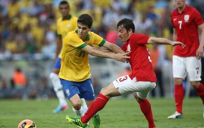 3ab50ca21d86d Oscar é o único meia da relação do técnico para amistosos na Ásia. Foto