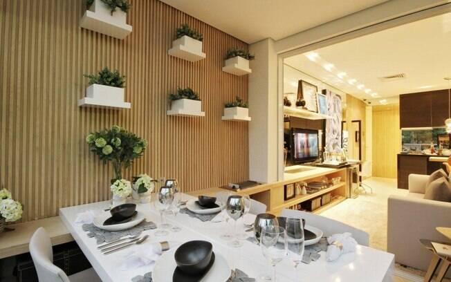 Varanda gourmet vira extens o da sala em apartamento de 46 for Sala de estar gourmet