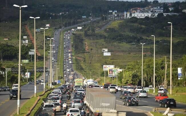 Ipea sugere que governo faça investimentos em manutenção de rodovias federais, gerando emprego e melhorando serviço