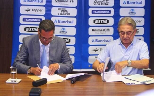 Luxemburgo assina contrato por mais dois anos  com o Grêmio