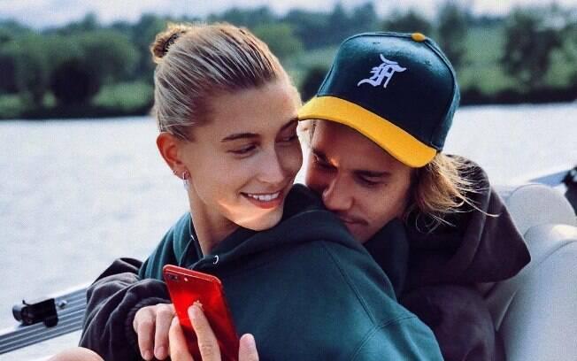 Hailey Baldwin desmente casamento com Justin Bieber:
