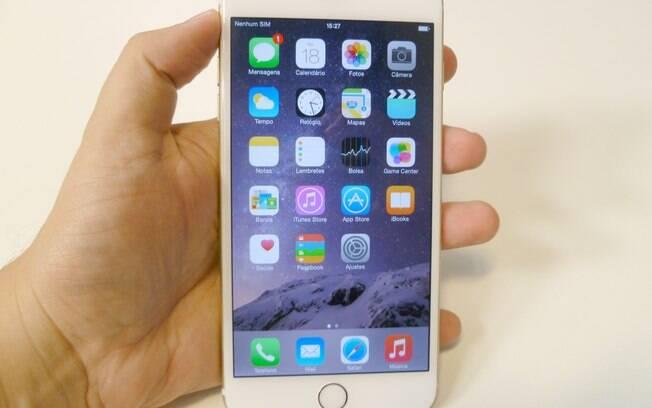 78150310e iPhone 6 Plus é aposta da Apple no mercado de smartphones grandalhões.  Foto  André