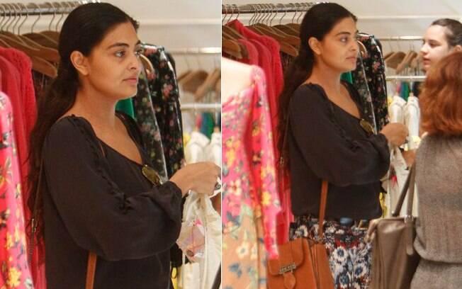 Juliana Paes passeia em shopping do Rio de Janeiro sem maquiagem em 22/08/2012