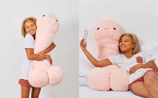 Pierre é uma almofada com mais de 1 m de altura e que pode fazer companhia para você na cama em todos os momentos