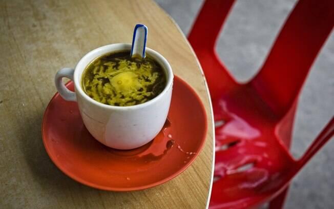 Para ter uma autêntica imagem de Cingapura e preciso deter-se horas em um kopitiam e provar o café amanteigado