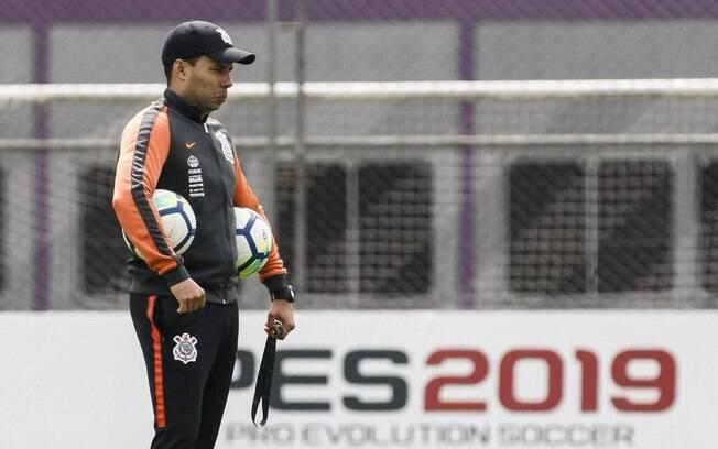 Jair Ventura comandando treino no Corinthians