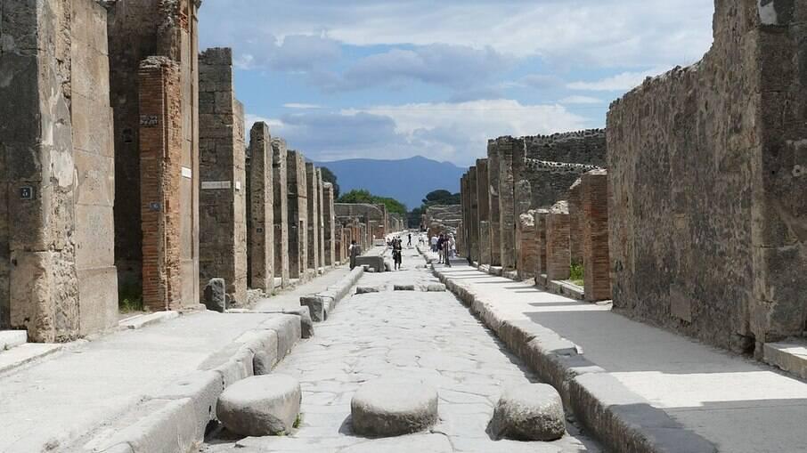 Há muito o que visitar pelas ruínas da antiga cidade de Pompeia