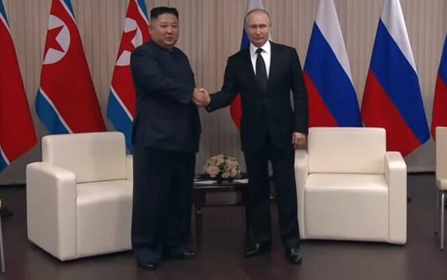 Kim Jong-un se encontrou com Putin nesta quinta-feira, na Rússia; o líder da Coreia do Norte criticou Trump