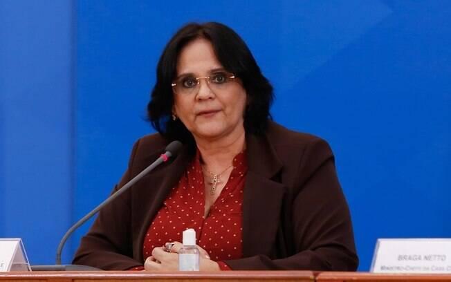 Ministra Damares Alves, da Família, Mulher e Direitos Humanos, afirmou que governadores e prefeitos estão violando direitos do povo.