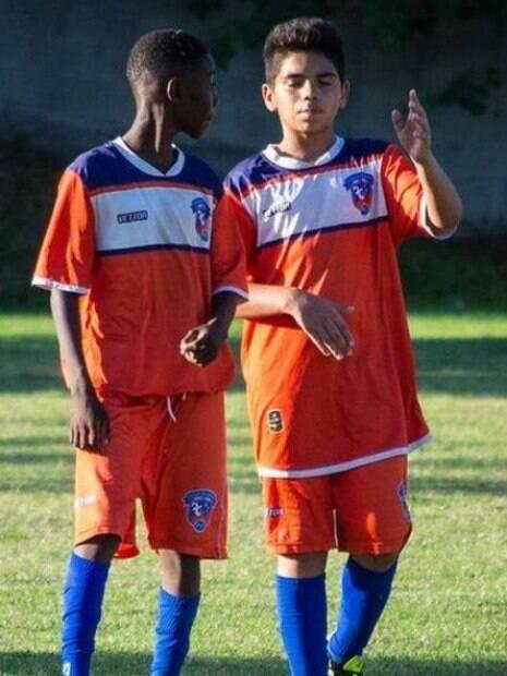 Samuel Marcos Lopes (direita), de 14 anos, é filho do lateral Pará, do Flamengo