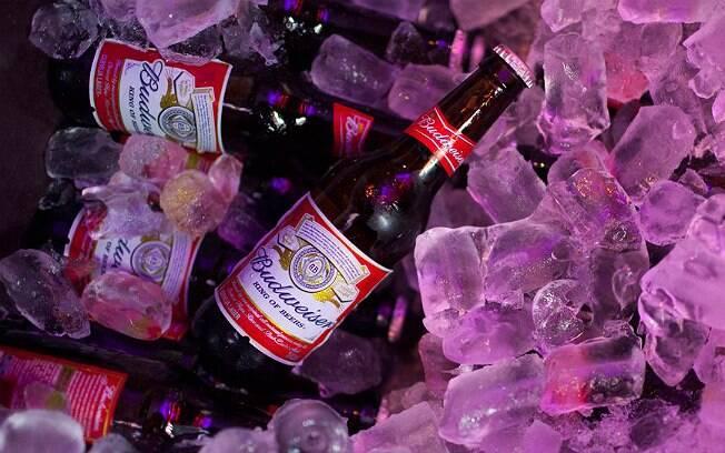 InBev, indústria dona da marca Budweiser, anuncia criação de bolsa de estudos para funcionários negros