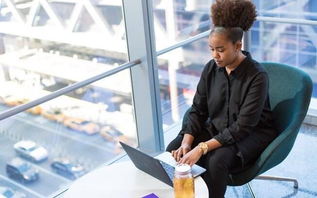 Apenas 8% das mulheres negras ocupam cargos de liderança