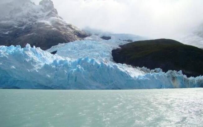 Glacial Spegazzini, que chega a 135 metros de altura