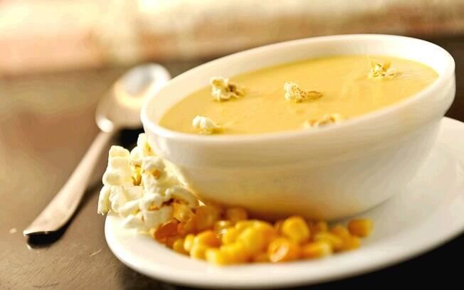 Foto da receita Sopa de milho com pipoca pronta.