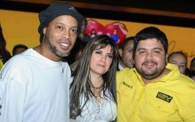 Ronaldinho Gaúcho ao lado da empresária Dalia López
