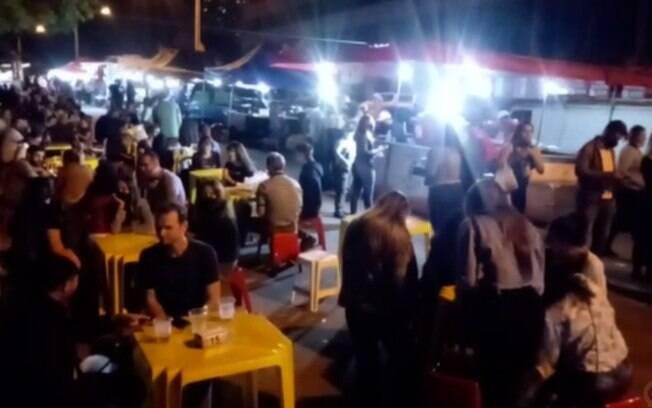 Moradores flagram aglomeração e som alto em feira noturna