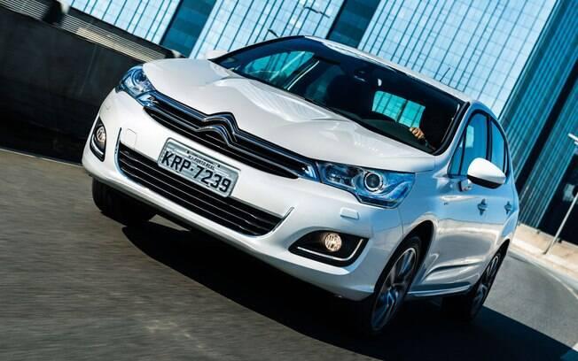 Série especial Citroën C4 Lounge S vem com o motor 1.6 turbo flex de 173 cv e câmbio automático de seis marchas.