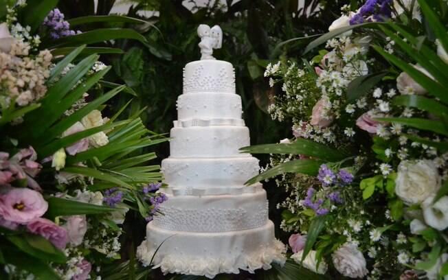 Uma festa de casamento que gere pouco impacto negativo ao meio ambiente pode reutilizar flores e folhagens de poda
