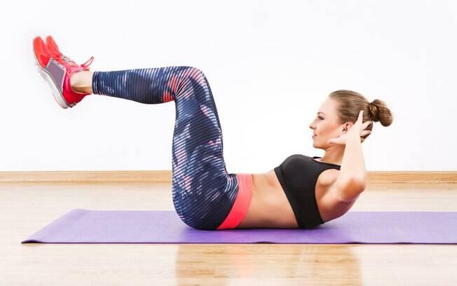O personal trainer Giulliano Esperança ensina exercícios para a postura e equilíbrio corporal em treino rápido