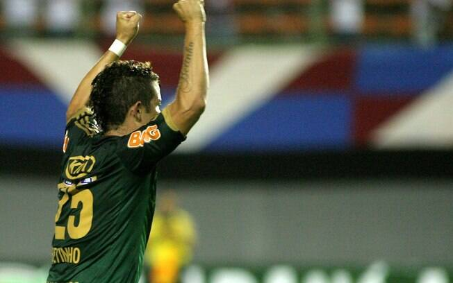 Betinho comemora o gol da vitória do Palmeiras sobre o Bahia. Foto  Gazeta  Press bc8ba2a011b55